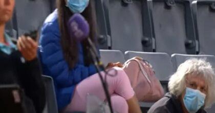 """Camila Giorgi, le proteste del padre in tribuna. La giudice di sedia chiede aiuto: """"E' furioso"""" VIDEO"""