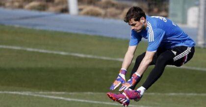 Iker Casillas, problemi al cuore mentre gioca a padel. Due anni fa ebbe un infarto