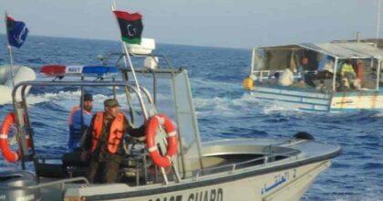Libia guardia costiera spara colpi su un peschereccio italiano