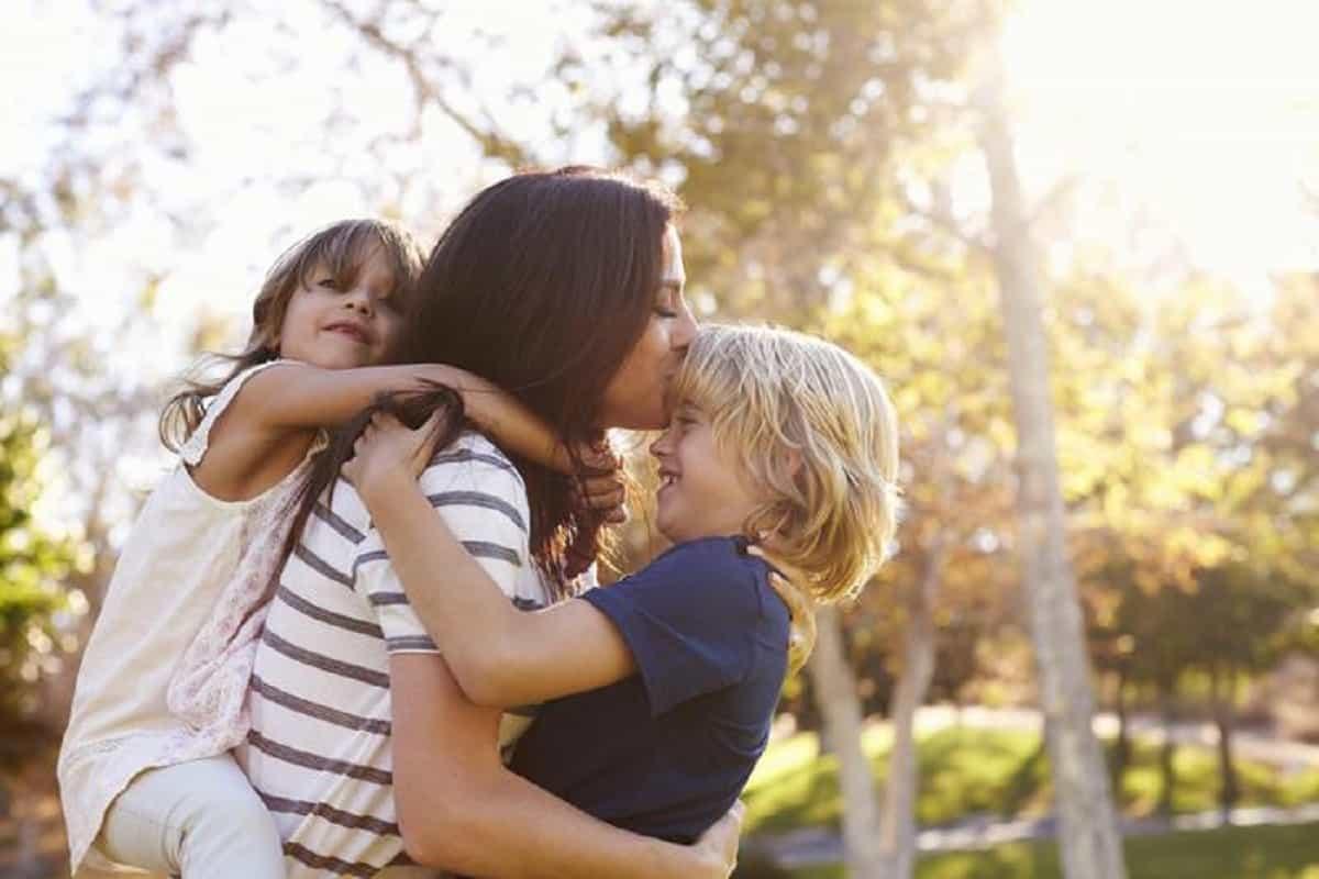 Festa della mamma in Italia 2021: quando si festeggia, frasi di auguri, come e perché nasce