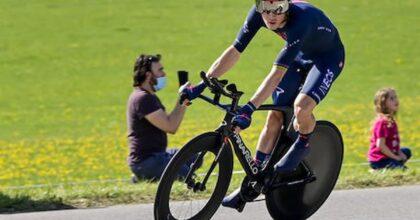 Giro d'Italia : terza tappa, vince l'olandese Van Der Hoorn. Cinque italiani nella Top ten. Ganna sempre maglia rosa. Albanese comanda la classifica degli scalatori