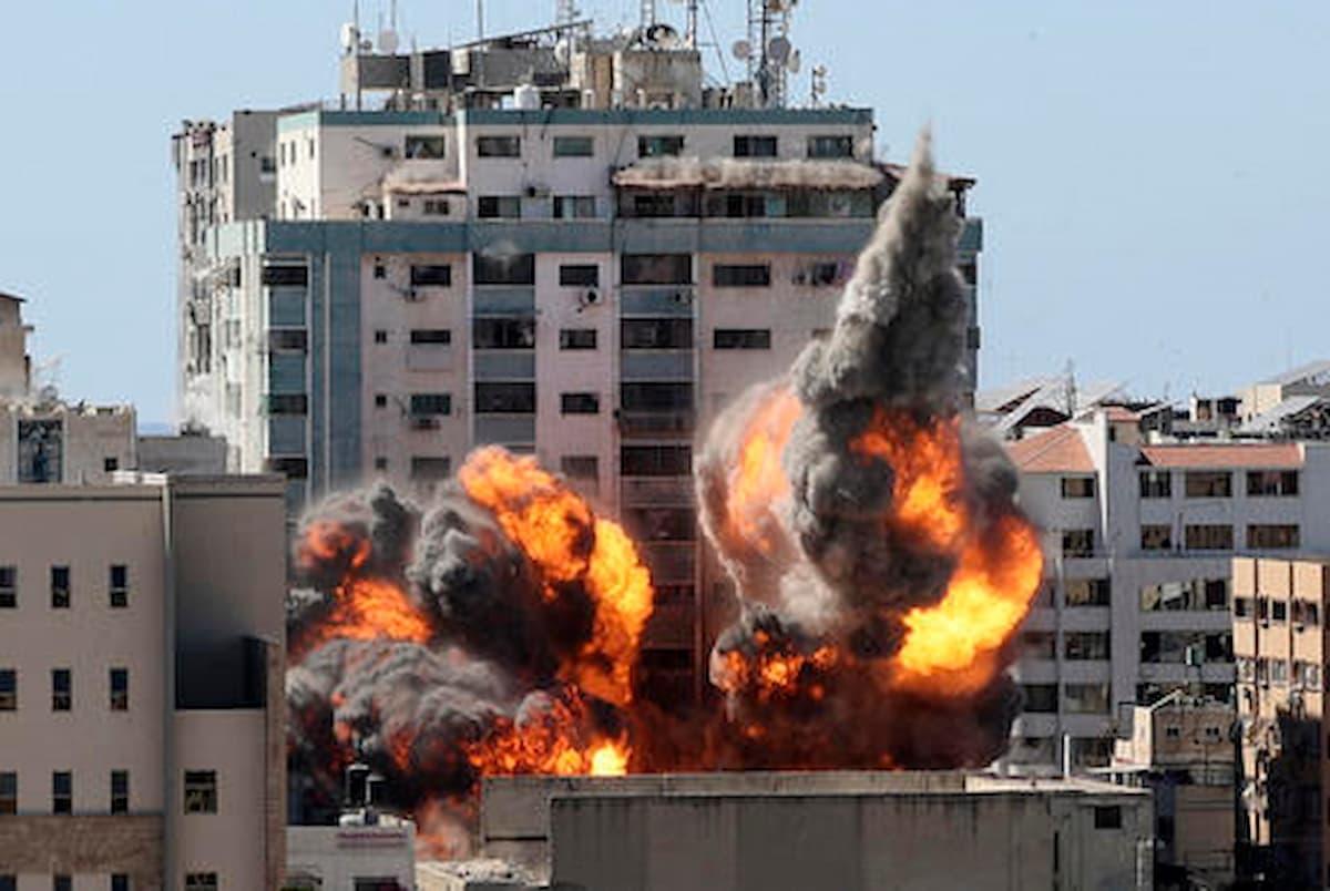 Gaza, Palestina in fiamme, le colpe di Israele: Hamas non ha titolo, aggrava la tensione, provocazioni ad arte