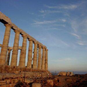 Vacanza in Grecia, riaprono isole e spiagge: vaccini e tamponi, cosa serve per andarci
