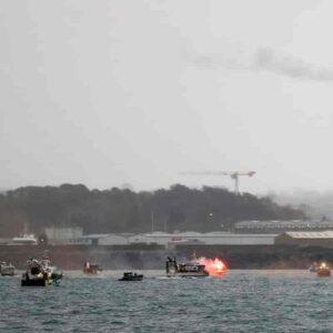 Isola di Jersey: navi da guerra Gran Bretagna contro pescherecci Francia per la pesca nella Manica