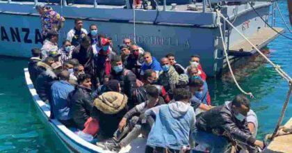 Migranti: 1900 sbarchi. Tra il piano Draghi pieno di nulla e la Meloni che vuole guerra alla Libia