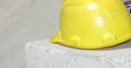 Torino, operaio muore in incidente durante viaggio di lavoro. Assicurazione risarcisce moglie e amante
