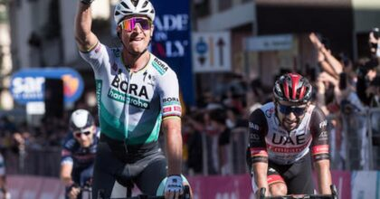 Giro d'Italia, a Foligno, trionfa Peter Sagan, in irresistibile volata