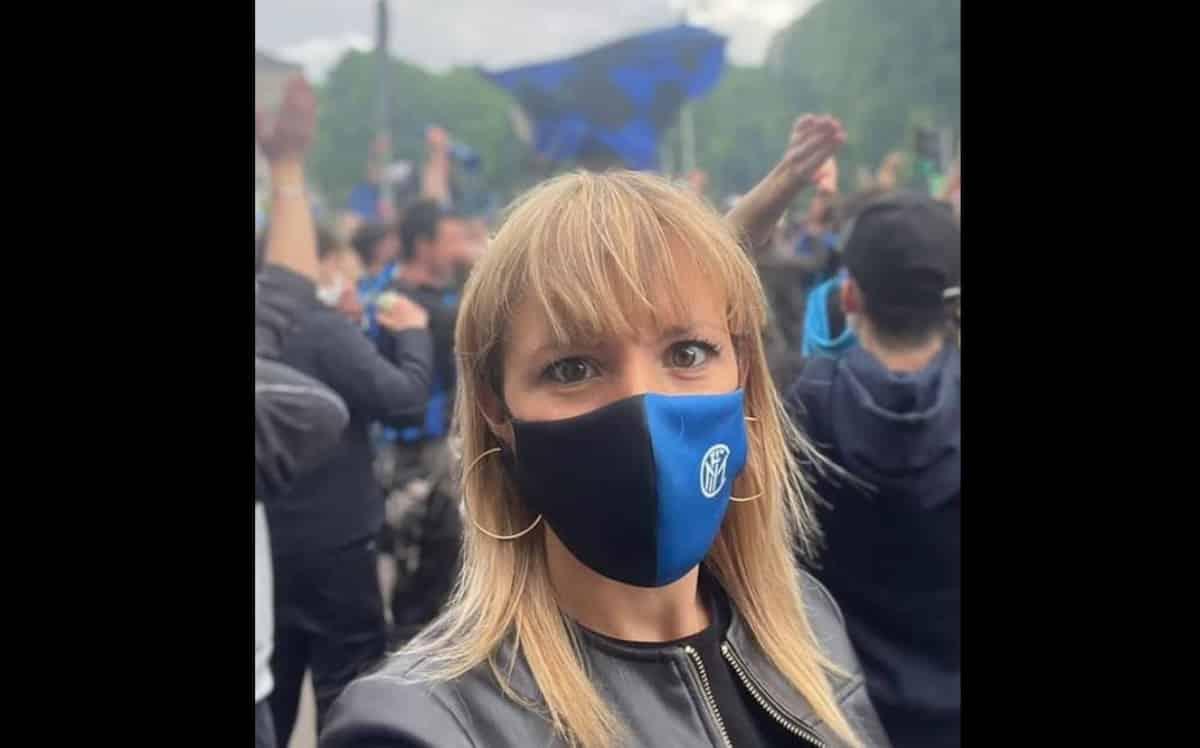 """Silvia Sardone (Lega) in piazza Duomo alla festa Inter dice che era lì per fare shopping. Sala: """"Con la mascherina dell'Inter"""""""