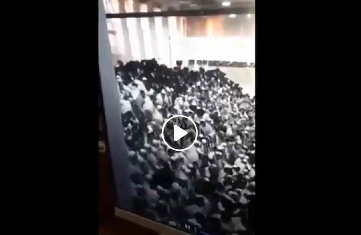 Sinagoga di Gerusalemme, crolla la gradinata durante lo Shavuot: decine di morti e feriti VIDEO