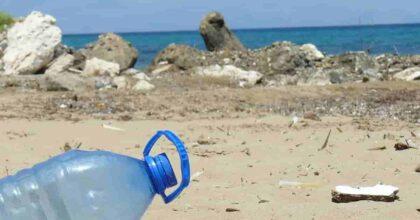 Mare nostrum, monnezza nostra: ogni 100 metri di spiaggia 783 rifiuti