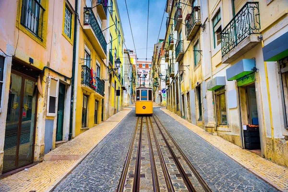 Coronavirus in Portogallo: è il secondo Paese che lo azzera, ecco come l'Italia cerca di imitarlo, ma solo un po'