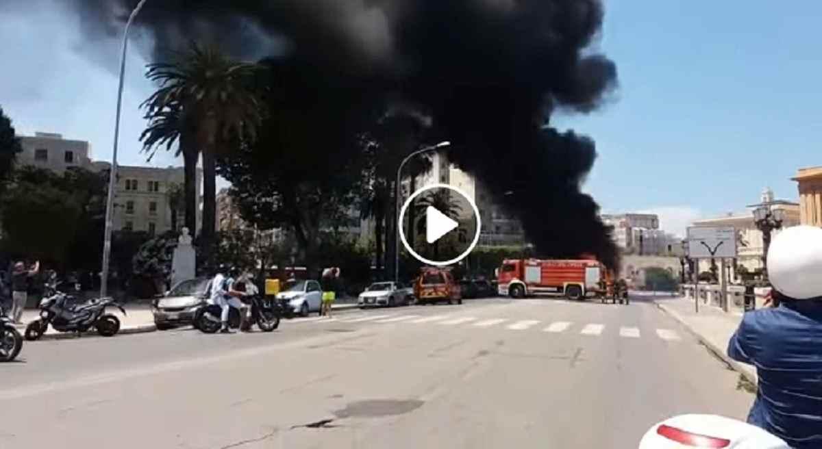 bari, bus in fiamme