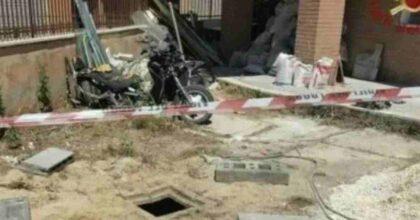 Roma, bimbo cade in un pozzo di 3 metri: salvato dai vigili del fuoco dopo un'ora