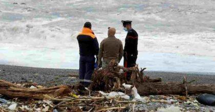 Nicola Molinaro trovato morto sulla spiaggia: il 26enne era scomparso 2 giorni fa da Fiumefreddo Bruzio