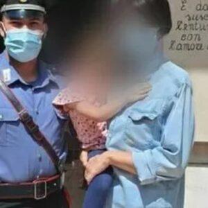 Nubifragio a Roma: mamma e figlia in caserma per ringraziare i Carabinieri che hanno salvato i bimbi all'asilo FOTO