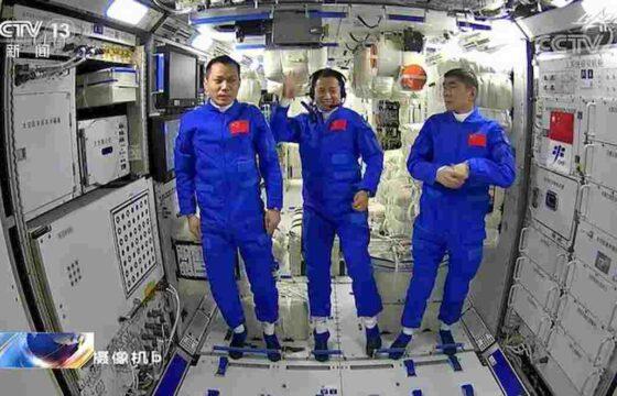 cina primi tre astronauti su iss