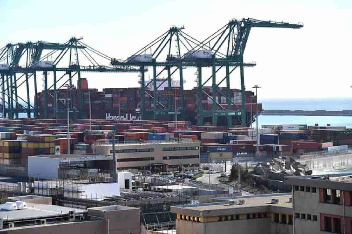 Container bloccati in Cina a causa di un focolaio Covid: peggio del blocco del Canale di Suez