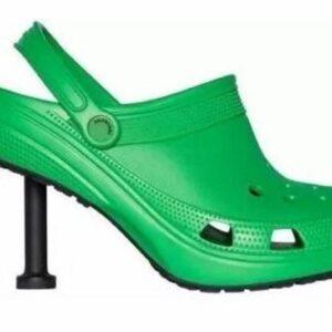 Crocs con tacco firmate Balenciaga: il must have dell'Estate a un prezzo da capogiro