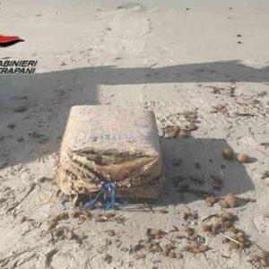 Traffico di droga tra Sicilia e Nordafrica: continuano i ritrovamenti sulle spiagge italiane