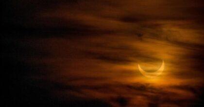 Eclissi di sole parziale visibile in Italia: FOTO e VIDEO. Ecco quando ci sarà la prossima