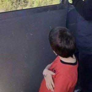 Mottarone, il piccolo Eitan Biran dimesso dall'ospedale: è a casa con la zia Aya e i cuginetti
