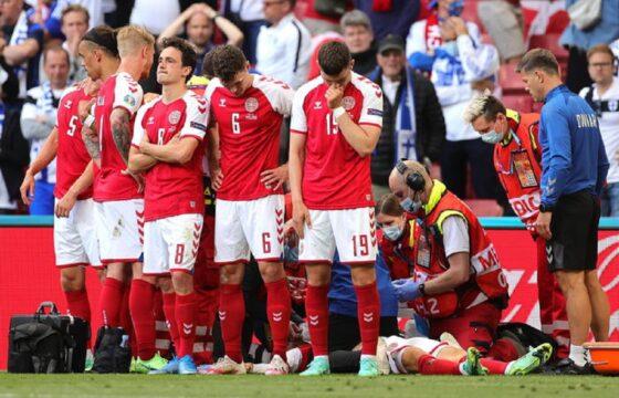 Eriksen perde i sensi durante Danimarca-Finlandia: il giocatore si accascia a terra FOTO