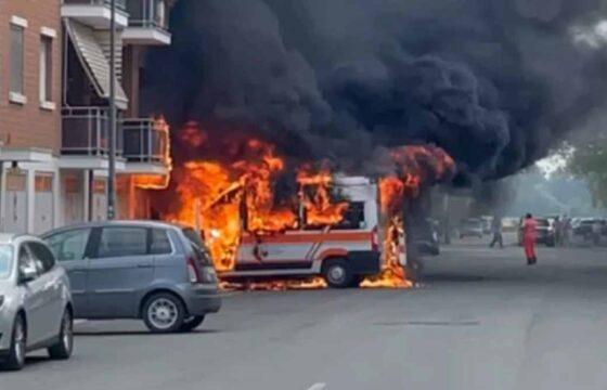 fiamme ambulanza alessandria