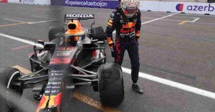 Formula 1, a Baku, Verstappen contro un muro a 320 km/h. Illeso. Hamilton mette il muso davanti a Perez e esce