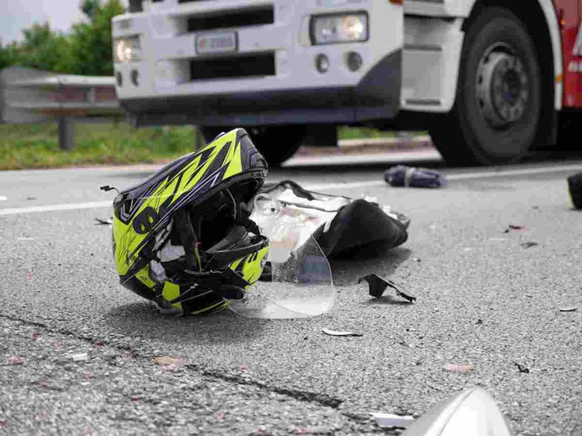 Incidente sull'Apecchiese, l'agente della polstrada Samuele Santi muore a 44 anni in sella alla sua moto