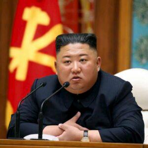 Kim Jong Un emaciato spaventa la Corea del Nord: la tv di Stato parla della sua salute precaria