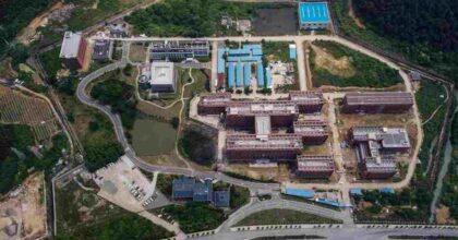 Covid, nel laboratorio di Wuhan c'erano pipistrelli vivi. Il video di Sky News girato all'interno della struttura