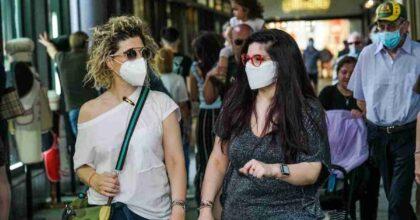 mascherine in strada, foto ansa