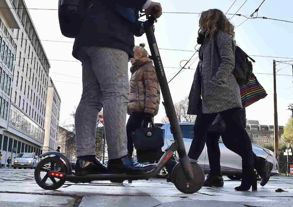Ripartenza non vuol dire oblio: evitiamo il bis di banchi a rotelle e gazebi, monopattini un'onta indelebile