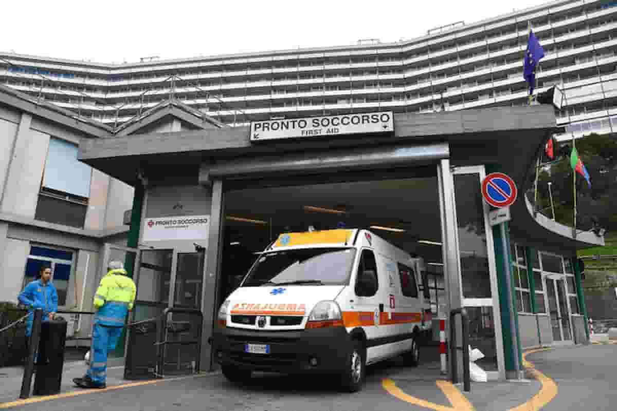 Genova, ragazza di 18 anni ha trombosi dopo vaccino Astrazeneca: ha interagito con un altro farmaco?
