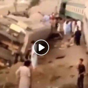 Incidente ferroviario in Pakistan, treno deraglia e si scontra con un altro treno: almeno 30 morti