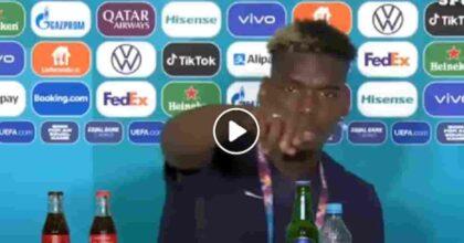 Pogba toglie la birra Heineken durante la conferenza stampa VIDEO Lo fa perché è musulmano