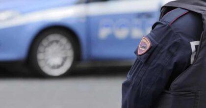 Genova, saltano sul tetto della volante della Polizia e si filmano: poi mettono il video su Instagram