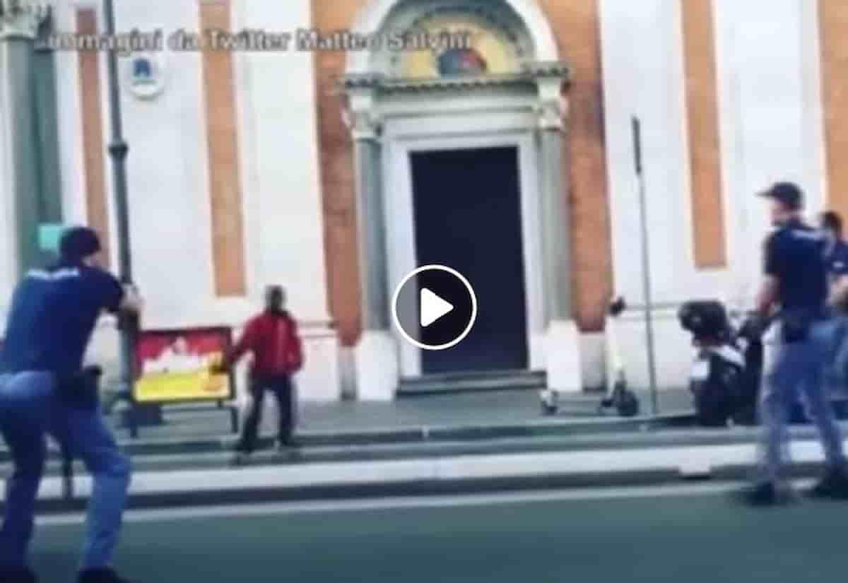 Ghanese col coltello a Roma Termini, il poliziotto spara: e se avesse avuto il taser?