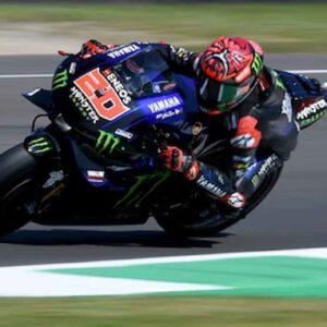 MotoGP, GP OLANDA. Domina Quartararo. Podio tutto giapponese. Caduto Valentino Rossi dopo soli 8 giri