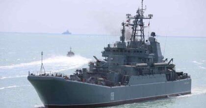 """Mar Nero, Russia spara colpi di avvertimento ad una nave militare britannica: """"Era nelle nostre acque territoriali"""". Londra nega"""
