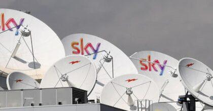 """Sky ricorre all'Antitrust contro l'esclusiva Tim-Dazn per i diritti tv di serie A: """"Lede la libertà dei consumatori"""""""