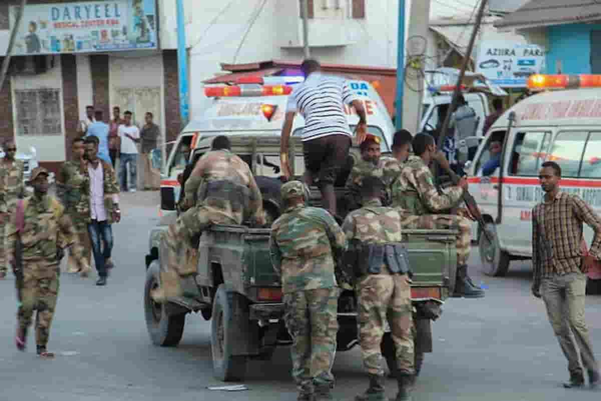 Somalia, attentato suicida contro un centro di addestramento militare: decine di morti