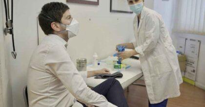 """Speranza si è vaccinato, Bassetti aveva invocato le dimissioni: """"Scandaloso, doveva dare esempio con AstraZeneca"""""""