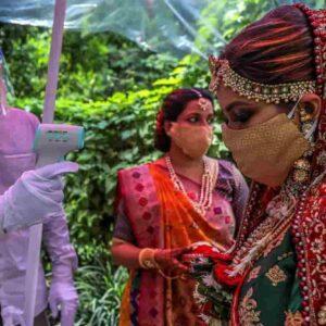 Sposa muore di infarto durante le nozze in India: rimpiazzata subito dalla sorella. Funerali dopo il matrimonio