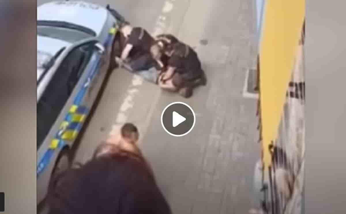 Stanislav Tomas, rom ucciso soffocato dalla Polizia in Repubblica Ceca: come George Floyd VIDEO