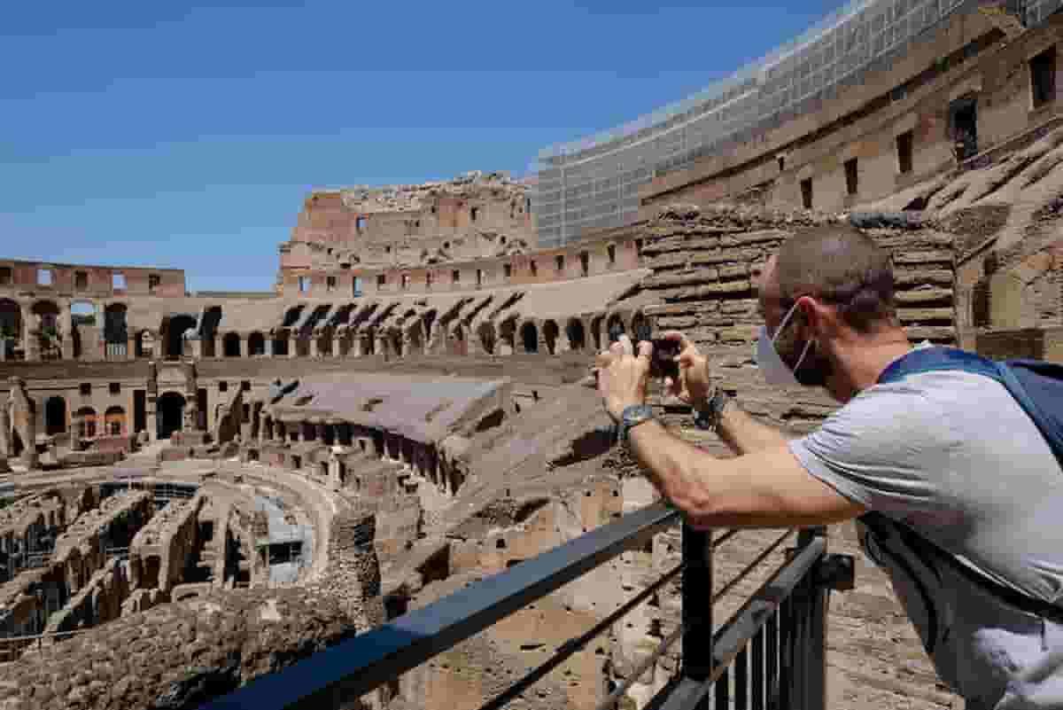 Turismo e dintorni: prezzi doppi per l'estate. Come ai tempi del change money lira euro
