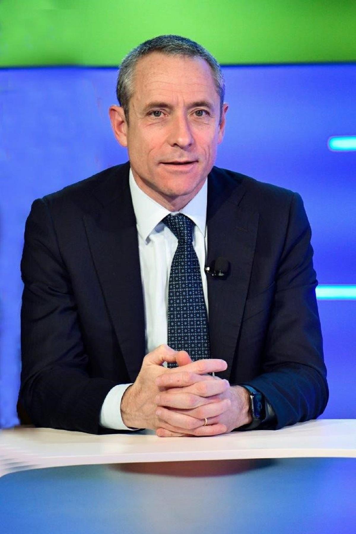 Poste Italiane e Gruppo Intesa Sanpaolo siglano partnership su investimenti in economia reale