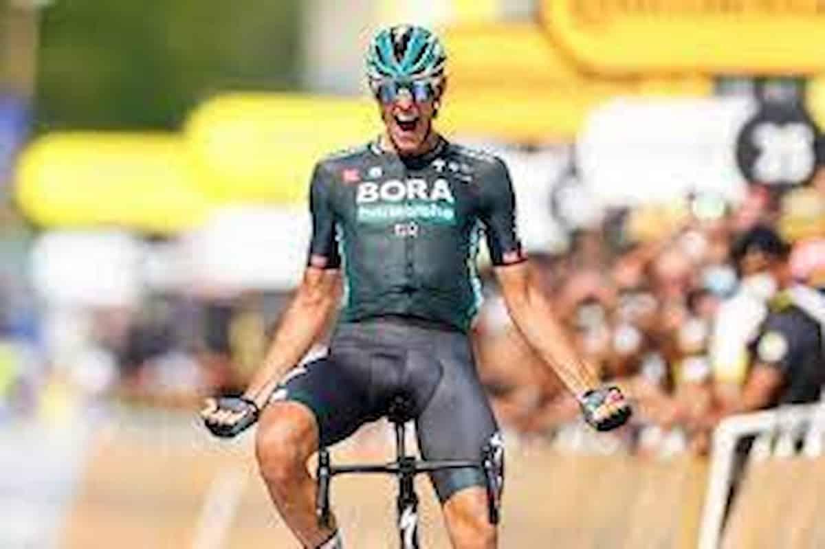 Tour de France, la tappa n. 12 al tedesco Nils Politt in fuga solitaria. Pogacar sempre in maglia gialla