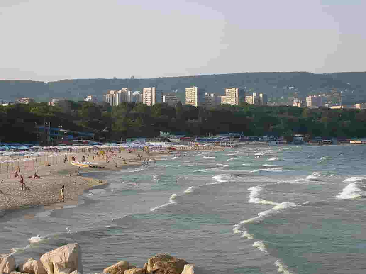 Varna (Bulgaria) in ripresa dopo mezzo seolo di comunismo: dalle vergini suicide a san Nicola in fuga dai turchi