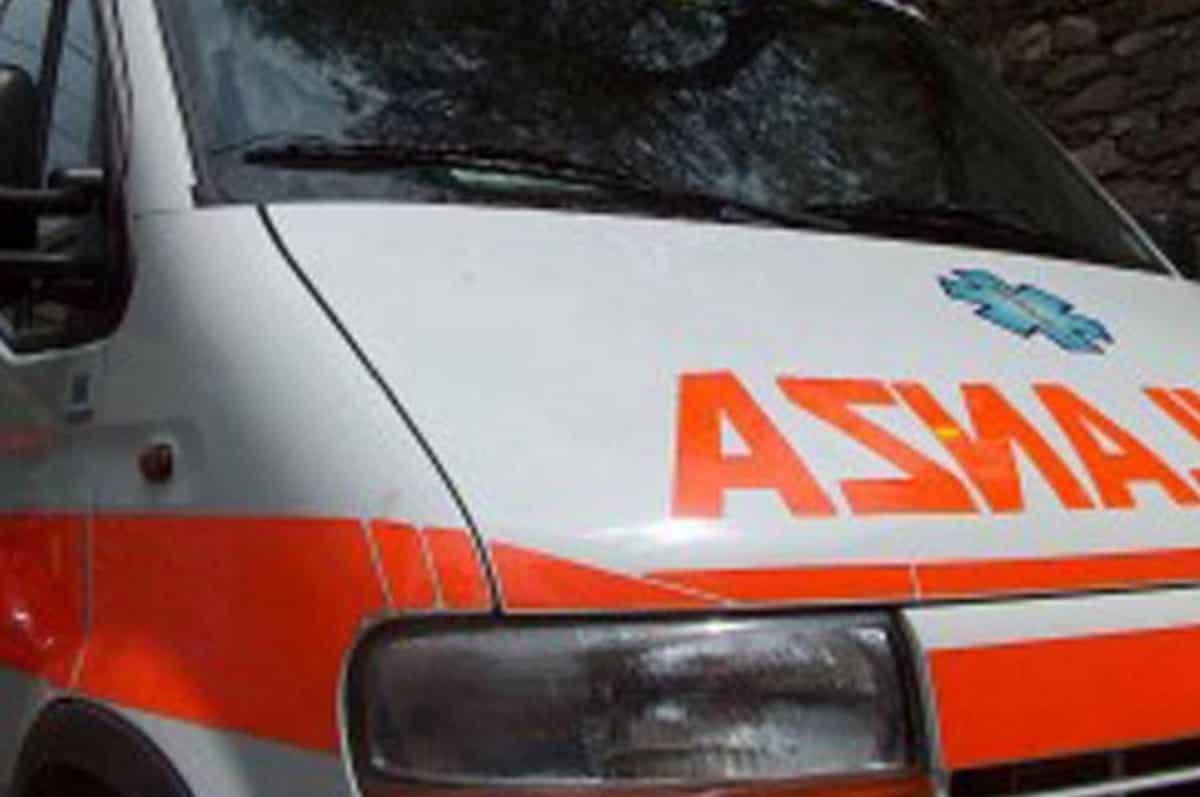 Corcolle (Roma), investito da un'auto: muore 33enne. Grave il figlio di 3 anni